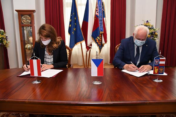 Familienfreundlichkeit über Grenzen hinweg – Zertifizierung familienfreundlichegemeinde nun auch in Tschechien