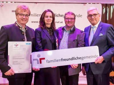 Vertreter/innen der Gemeinde Rangersdorf mit Bundesministerin Dr. Sophie Karmasin