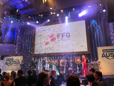 Alle Preisträger auf der Bühne.