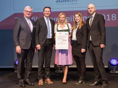 Familienministerin Juliane Bogner-Strauß überreicht das Gütezeichen familienfreundlichegemeinde an die Marktgemeinde Ober-Grafendorf
