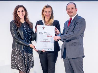 Familienministerin Juliane Bogner-Strauß überreicht das Gütezeichen berufundfamilie an die Generali Versicherung AG