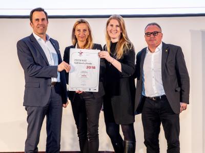 Familienministerin Juliane Bogner-Strauß überreicht das Gütezeichen berufundfamilie an ÖAMTC