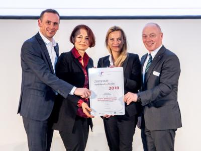 Familienministerin Juliane Bogner-Strauß überreicht das Gütezeichen berufundfamilie an die ecoplus. Niederösterreichs Wirtschaftsagentur GmbH