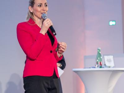 Bundesministerin Christine Aschbacher überreicht staatliches Gütezeichen an 110 Unternehmen, Institutionen und Hochschulen