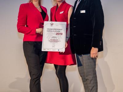 Bundesministerin Christine Aschbacher überreicht staatliches Gütezeichen an DAS RONACHER Therme & Spa Resort