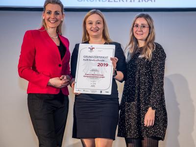 Bundesministerin Christine Aschbacher überreicht staatliches Gütezeichen an Frutura Obst & Gemüse Kompetenzzentrum GmbH