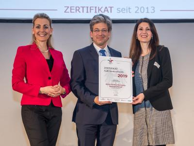 Bundesministerin Christine Aschbacher überreicht staatliches Gütezeichen an KELAG-Kärntner Elekrizitäts- Aktiengesellschaft