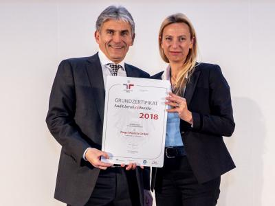 Familienministerin Juliane Bogner-Strauß überreicht das Gütezeichen berufundfamilie an die Nagel Austria GmbH