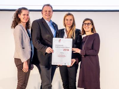 Familienministerin Juliane Bogner-Strauß überreicht das Gütezeichen hochschuleundfamilie an die Fachhochschule Burgenland GmbH