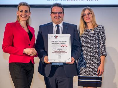 Bundesministerin Christine Aschbacher überreicht staatliches Gütezeichen an Geschützte Werkstätte Integrative Betriebe Tirol GmbH