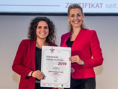 Bundesministerin Christine Aschbacher überreicht staatliches Gütezeichen an MPREIS Warenvertriebs GmbH