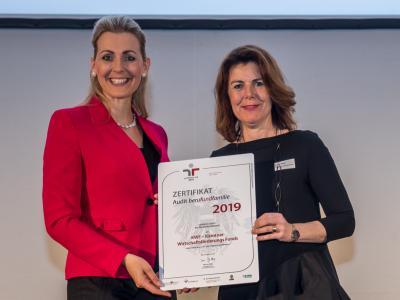 Bundesministerin Christine Aschbacher überreicht staatliches Gütezeichen an KWF Kärntner Wirtschaftsförderungsfonds
