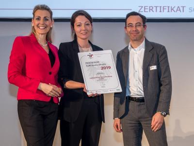 Bundesministerin Christine Aschbacher überreicht staatliches Gütezeichen an LeitnerLeitner Steuerberatung GmbH